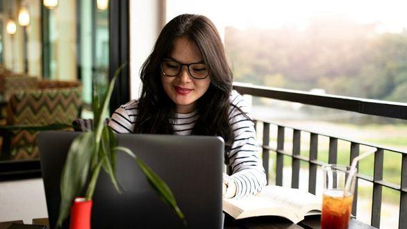Banco Santander concedió más de 156.000 becas de estudio, prácticas y emprendimiento en 2020