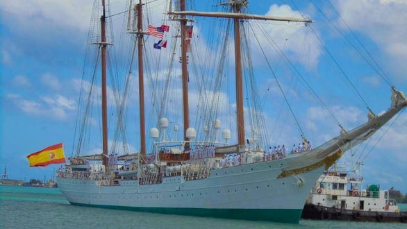 El buque Elcano atraviesa el Pacífico 500 años después de Magallanes