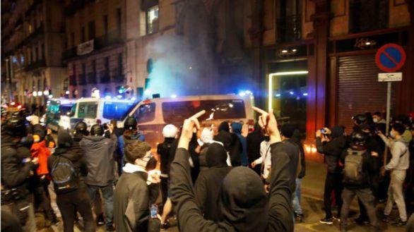Prisión para los detenidos por quemar un furgón de la Guardia Urbana en Barcelona