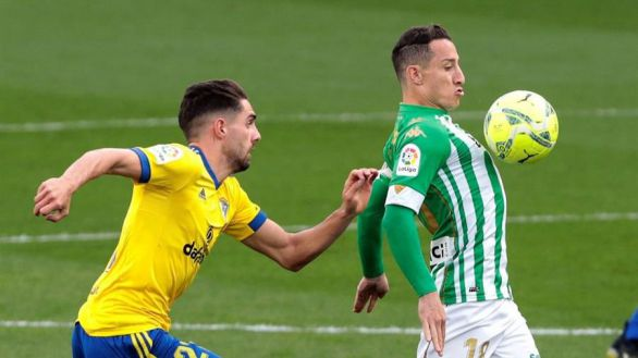 El Betis derriba el muro del Cádiz en el tramo final | 0-1