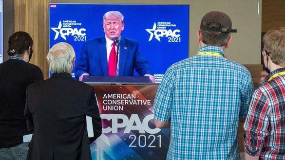 Trump sigue negando la derrota y amaga con presentarse en 2024