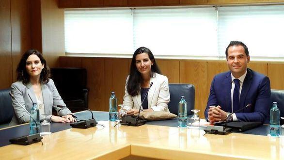 Vox se queda solo en su exigencia del pin parental: 'En Madrid no hay adoctrinamiento en las aulas'