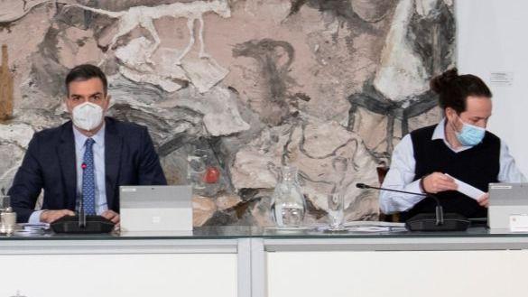 El presidente del Gobierno, Pedro Sánchez y el vicepresidente segundo, Pablo Iglesias, este martes en el Consejo de Ministros.
