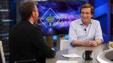 El alcalde de Madrid, José Luis Martínez Almeida charlando con el presentador Pablo Motos.