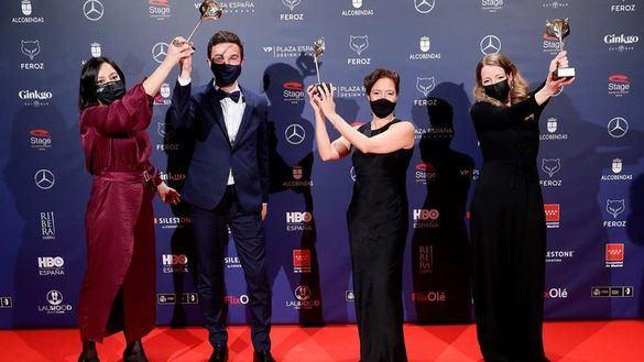 'Las niñas' y Antidisturbios' dominan los Premios Feroz, con permiso de Victoria Abril