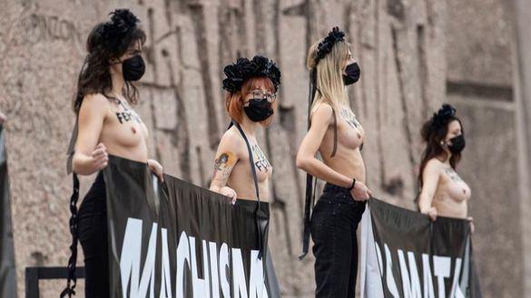 Activistas de Femen toman Colón: