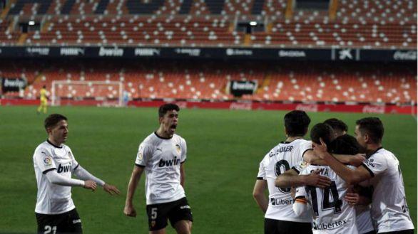 El Valencia remonta en un órdago final al Villarreal  2-1