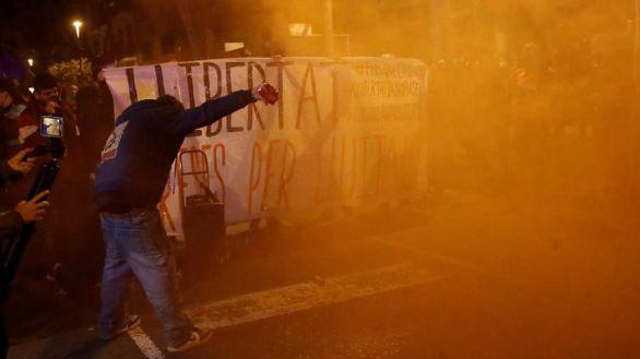 Lanzan botellas y piedras a los Mossos en otra manifestación en apoyo a Hasel en Barcelona