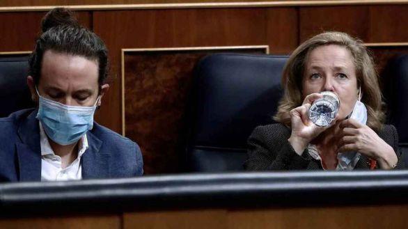 Pablo Iglesias y Nadia Calviño en el Congreso.