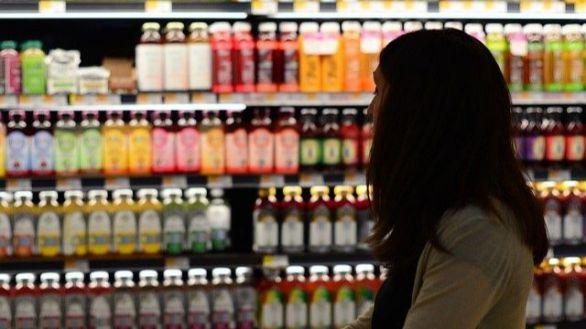 Consumir bebidas azucaradas, incluidos zumos de fruta, aumenta el riesgo de cáncer