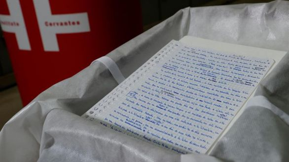 El Cervantes custodiará el manuscrito de Delibes que se negó a entregar en vida