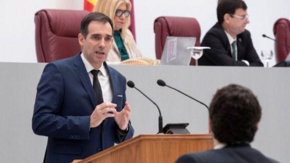 Los tres exdiputados de Vox no desvelan el sentido de su voto en la moción de Murcia