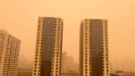 Pekín vive su peor tormenta de arena en una década