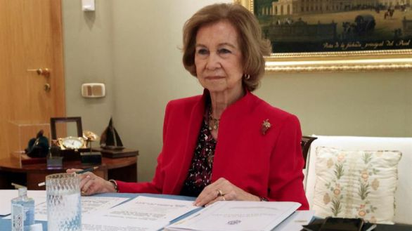 La Reina Sofía se vacuna en Madrid siguiendo los protocolos de Sanidad