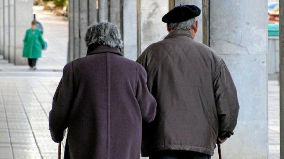 La reinfección por COVID es 'rara', pero más común en mayores de 65 años