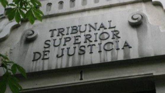 Ordenan repetir un juicio por un miembro del jurado que se cansó de deliberar: 'Culpable y todos a casa'