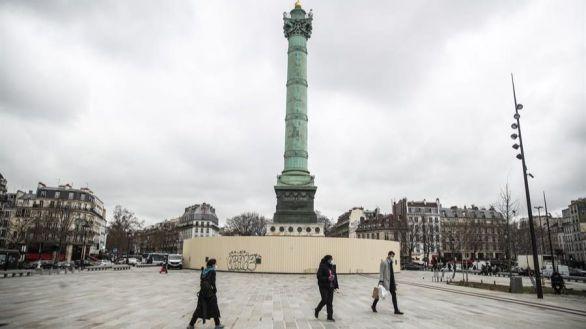 Francia cierra los comercios e impone restricciones de movilidad a un tercio de su población
