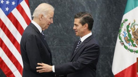 Biden intercambia vacunas por control de las migraciones con México