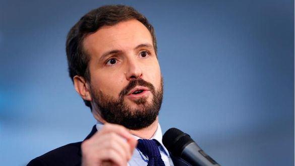 Casado acusa a Sánchez de despilfarrar el dinero de los españoles en