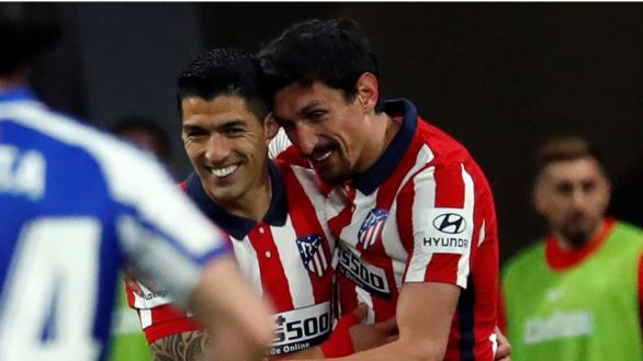 Suárez y Oblak defienden el liderato del Atlético ante el Alavés y el VAR | 1-0