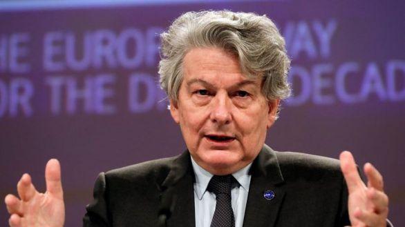 Bruselas promete dosis para que la UE esté inmunizada a mediados de julio