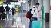 Un viajero en el aeropuerto de Mallorca, el pasado viernes.