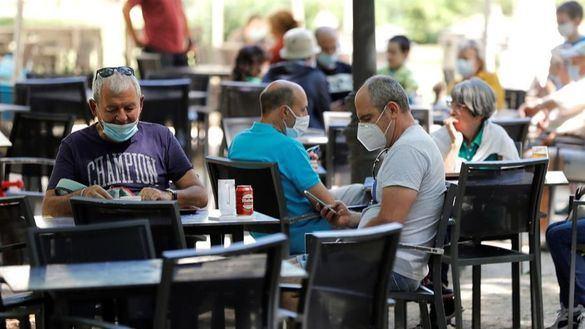 Sanidad recomienda cerrar el interior de los bares en zonas con una incidencia superior a 150