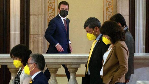 Puigdemont somete a un tercer grado a Aragonès y exige que se posponga la investidura