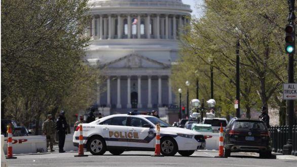 Atentado en el Capitolio: muere embestido un policía y a tiros el atacante
