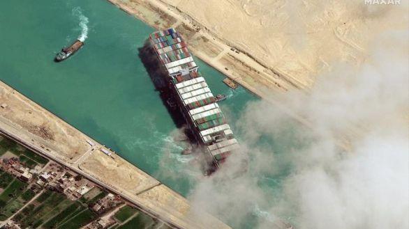 El Canal de Suez recupera el ritmo de navegación, pero pedirá 850 millones de euros como compensación