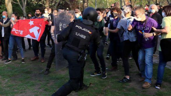 Robles se solidariza con la Policía tras los disturbios en Vallecas e Interior defiende su dispositivo