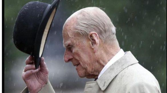 El duque de Edimburgo, el apoyo de la reina Isabel II en las peores crisis