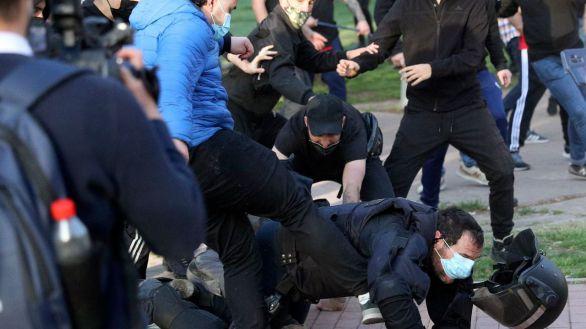 En libertad con cargos el joven que propinó una patada a un antidisturbios en el mitin de Vox
