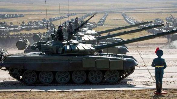 Rusia responde a Ucrania desplegando dos nuevos ejércitos en su frontera occidental