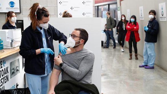 El frenazo a la vacuna de Janssen deja en el aire 5,5 millones de dosis y diluye el objetivo de inmunizar al 70%