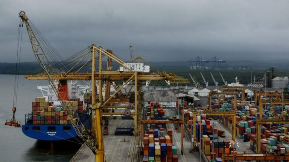 El déficit comercial de España se redujo un 49,3 % en los dos primeros meses del año