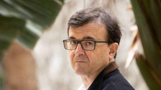Consenso y Regeneración denuncia el acoso independentista a Javier Cercas