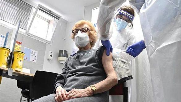 Los mayores de 75 años podrán pedir cita para vacunarse en Madrid sin esperar a que les llamen
