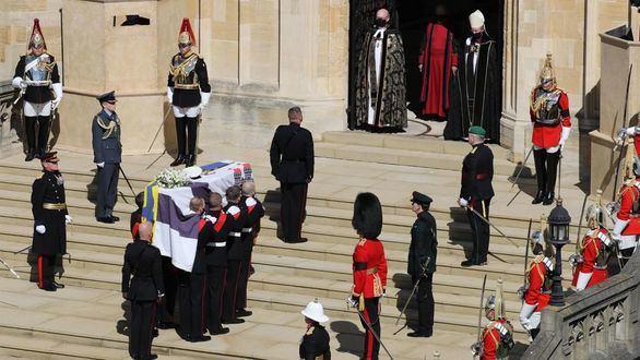 La familia real británica despide en Windsor al duque de Edimburgo