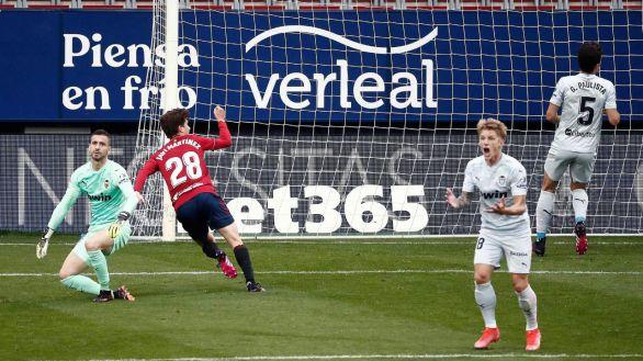 El Osasuna hunde al Valencia para afrontar un final de Liga sin apuros |3-1