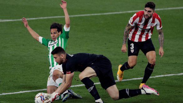 El Athletic desaprovecha un Betis con diez durante 80 minutos |0-0