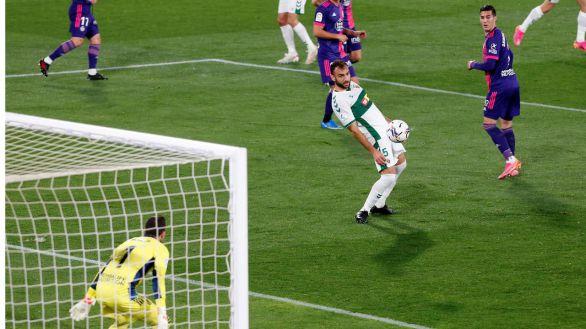 Olaza rescata al Valladolid para desgracia del Elche  1-1