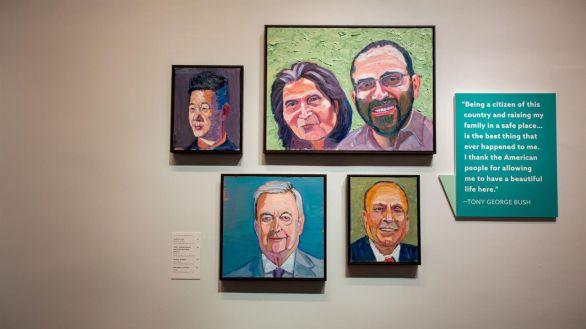 La faceta artística de George Bush, en una exposición sobre inmigración