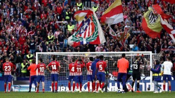 ¿Cómo se juega al fútbol profesional bajo amenaza de un grupo ultra?