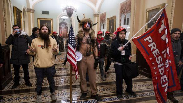 Uno de los asaltantes del Capitolio presume de ello para ligar...y es detenido