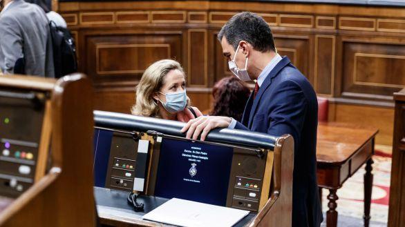 El Gobierno de Sánchez pone su diana en los sueldos de los banqueros