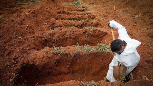 Brasil sobrepasa las 400.000 muertes por covid