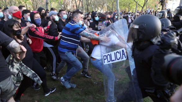 Detenidos dos escoltas de Iglesias por agredir policias en el mitin de Vox en Vallecas