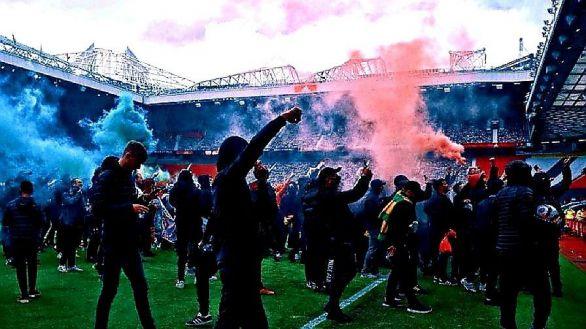 La rebelión de los hinchas del United toca techo: espectacular invasión a Old Trafford