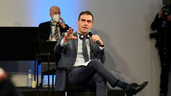 El presidente del Gobierno, Pedro Sánchez, interviene durante la primera jornada de la cumbre social de la UE.